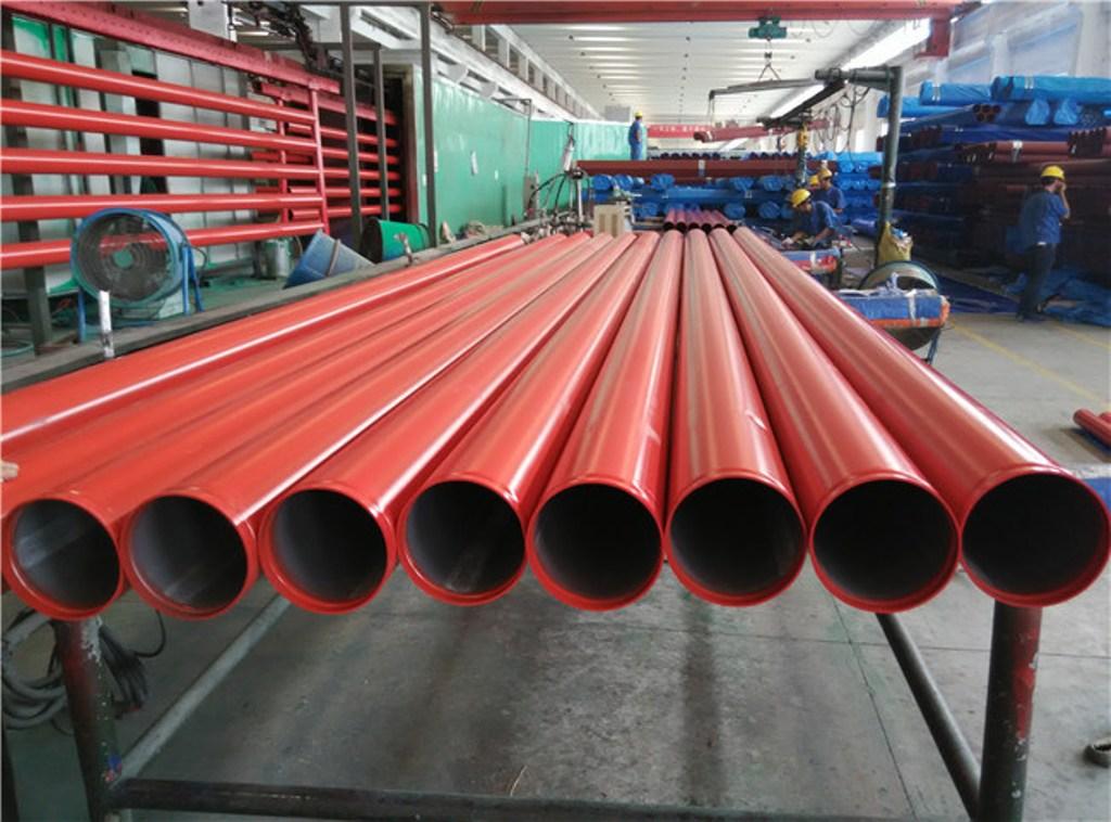 стальная труба красная